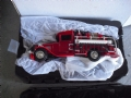 MAT38271 - Matchbox Collectibles Diecast miniatura em metal 1/43 1932 Custom Ford AA Fire Engine Truck NIB